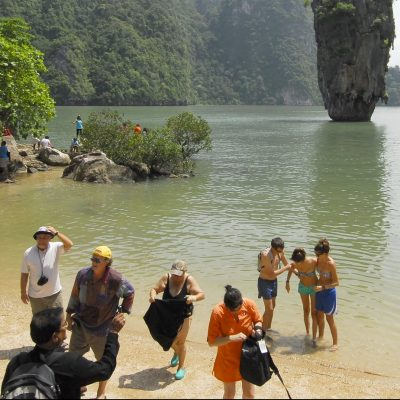 Phuket Foreigners Urged to Extend Visa By October 30