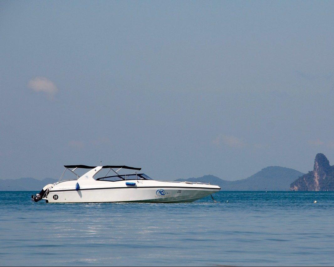 Tourist Yacht
