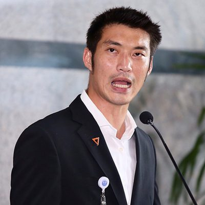 Thanathorn Defends Criticism vs Virus Jab