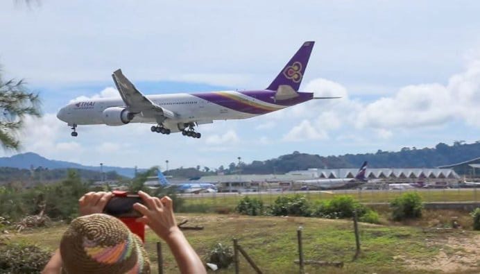thai airways landing